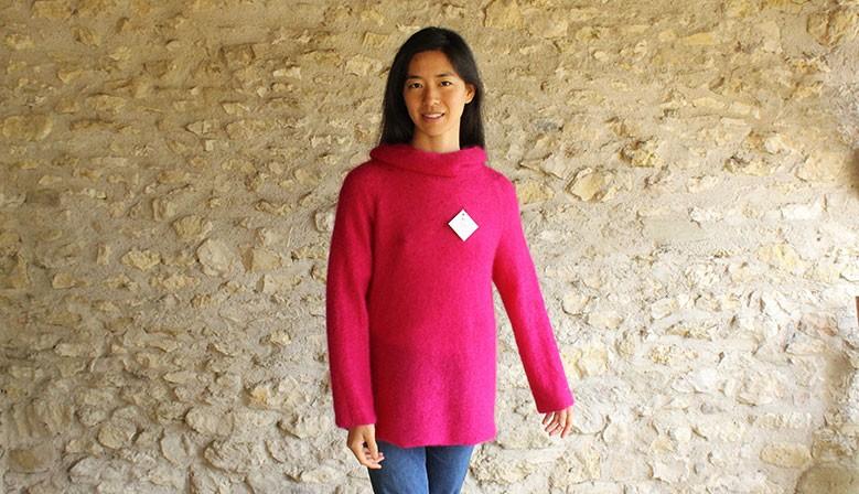 pull col boule tricoté localement en fibres naturelles kid-mohair et soie